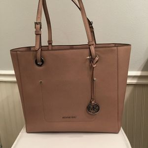 Michael Kors Walsh Large East West Top-Zip Tote